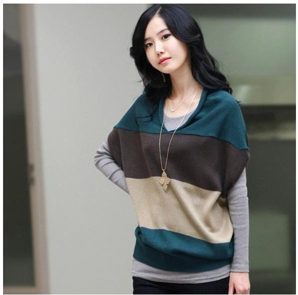 2011 new women's autumn and winter, high-quality lamb wool material, tri-color stitching design, bat sleeve sweater
