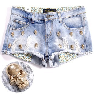 2012 metal skull heads distrressed water wash roll-up hem light blue denim women shorts S,M,L Wholesale price