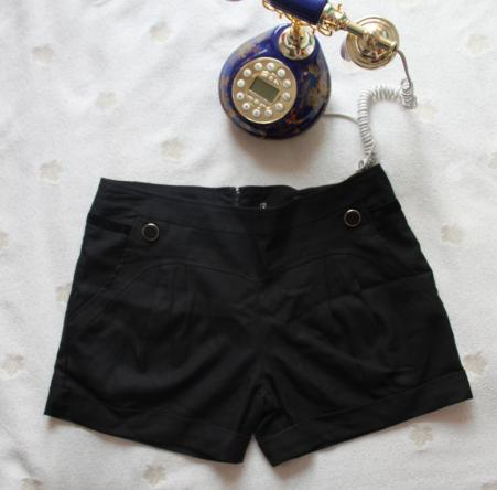2012 of the hottest selling high-quality fashion hot pants, trousers and boots, black