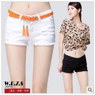 5119 Korea Women's 2012 summer new white denim shorts, hot pants yards of wild hole + Belt
