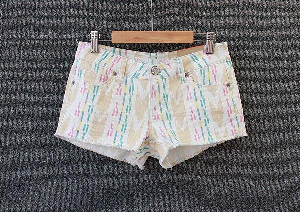 Free shipping- 2012 AMIO fashion depreciating Multiple colors moben casual Women shorts