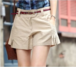 Free shipping 2013 summer new Korean version of Women simple fold shorts / culottes / shorts Black Beige