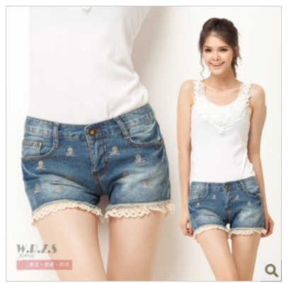 free shipping skull heads with lace edge denim shorts new fashion design