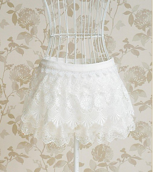 Shiny piece of white ladies lace low-waist women's shorts