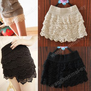 Vintage Black White Tiered Crocheted Scalloped Hem High Waisted Shorts Skort