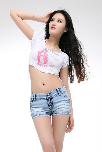 New button bull-puncher knickers han edition women's hot pants washing grinding white show thin jeans bag the post
